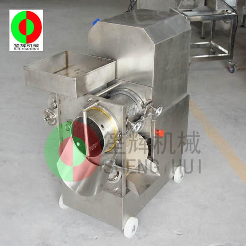 Fish meat extractor extracts delicious food