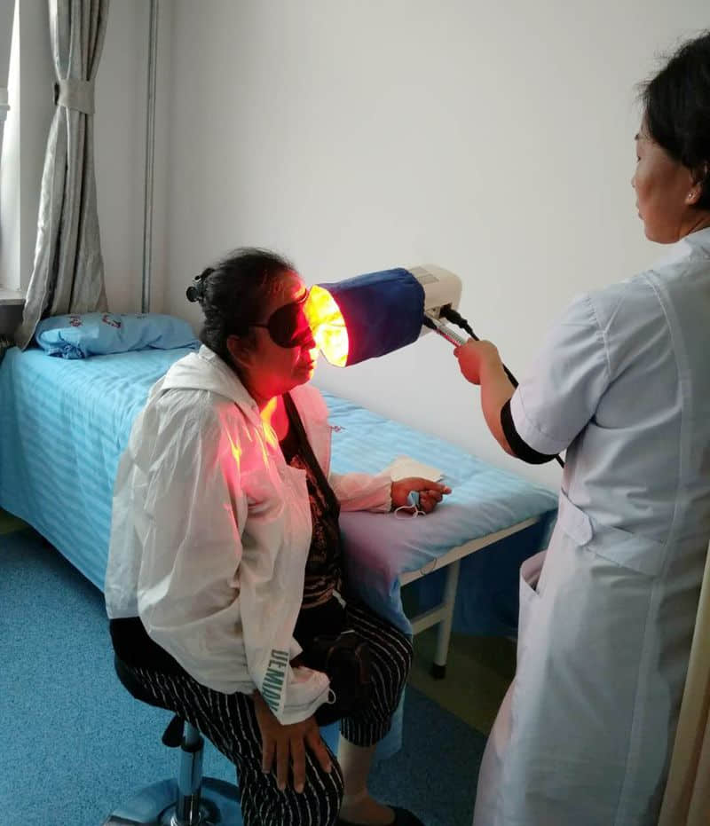red light therapy in hospital.jpg
